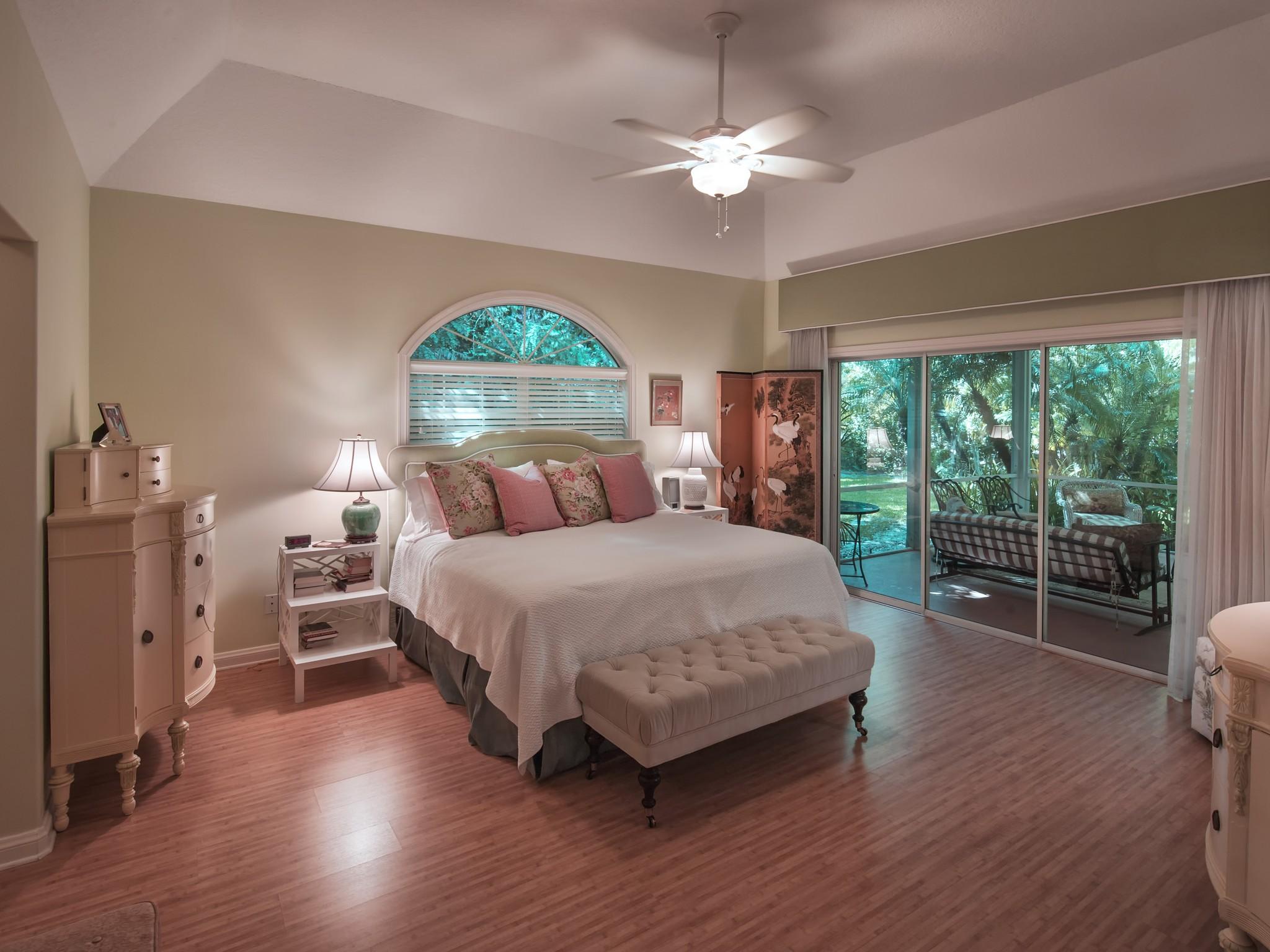 独户住宅 为 销售 在 Elegant & Private home on large lot 480 Ventura Place Vero Beach, 佛罗里达州 32963 美国