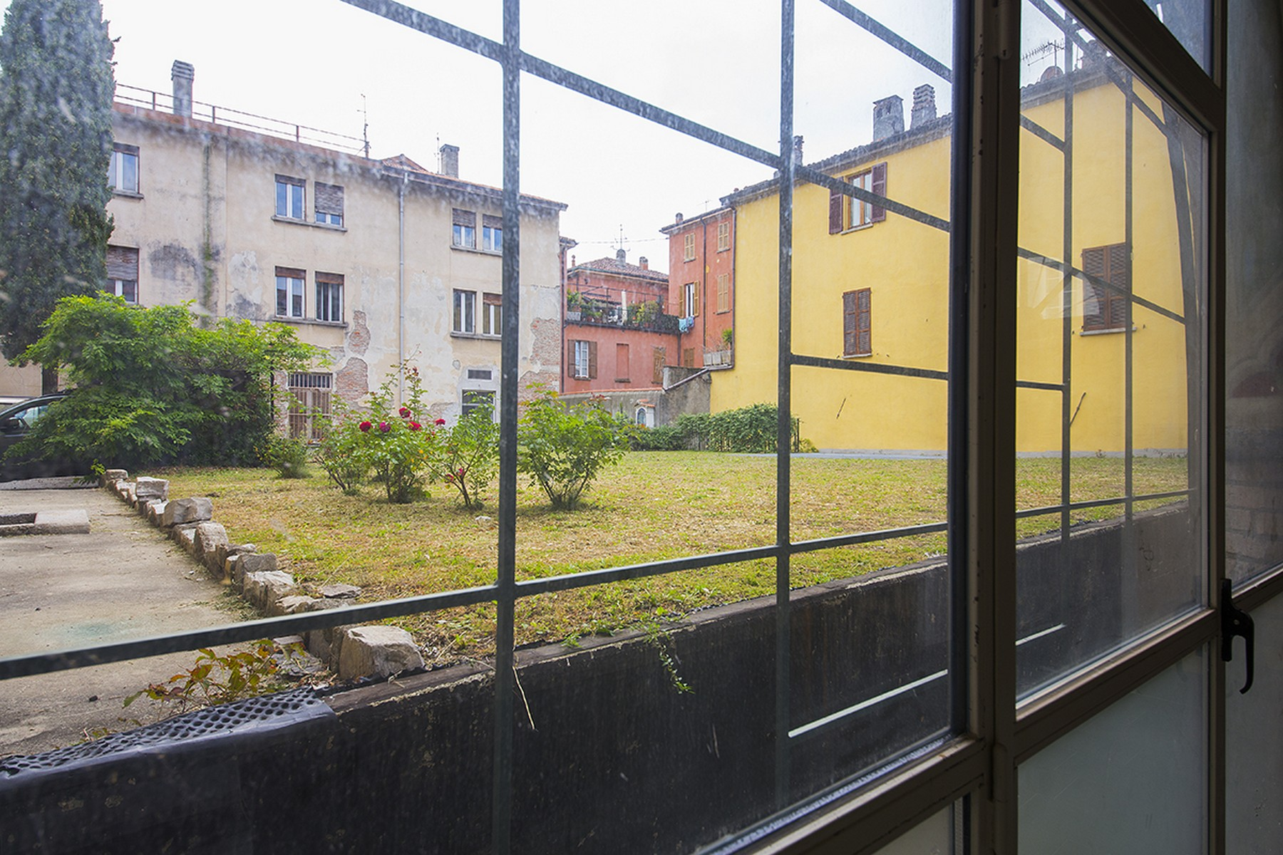 Additional photo for property listing at Magnificent semi-detached house in the historic center of Como Via Cinque Giornate Como, Como 22100 Italy