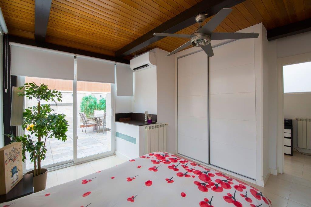 Casa Unifamiliar por un Venta en Piso con patio ajardinado - jardín Madrid, Madrid, España