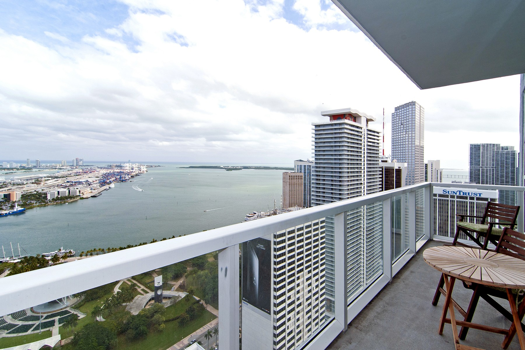 Condominium for Sale at 253 NE 2 St #4307 Miami, Florida 33132 United States