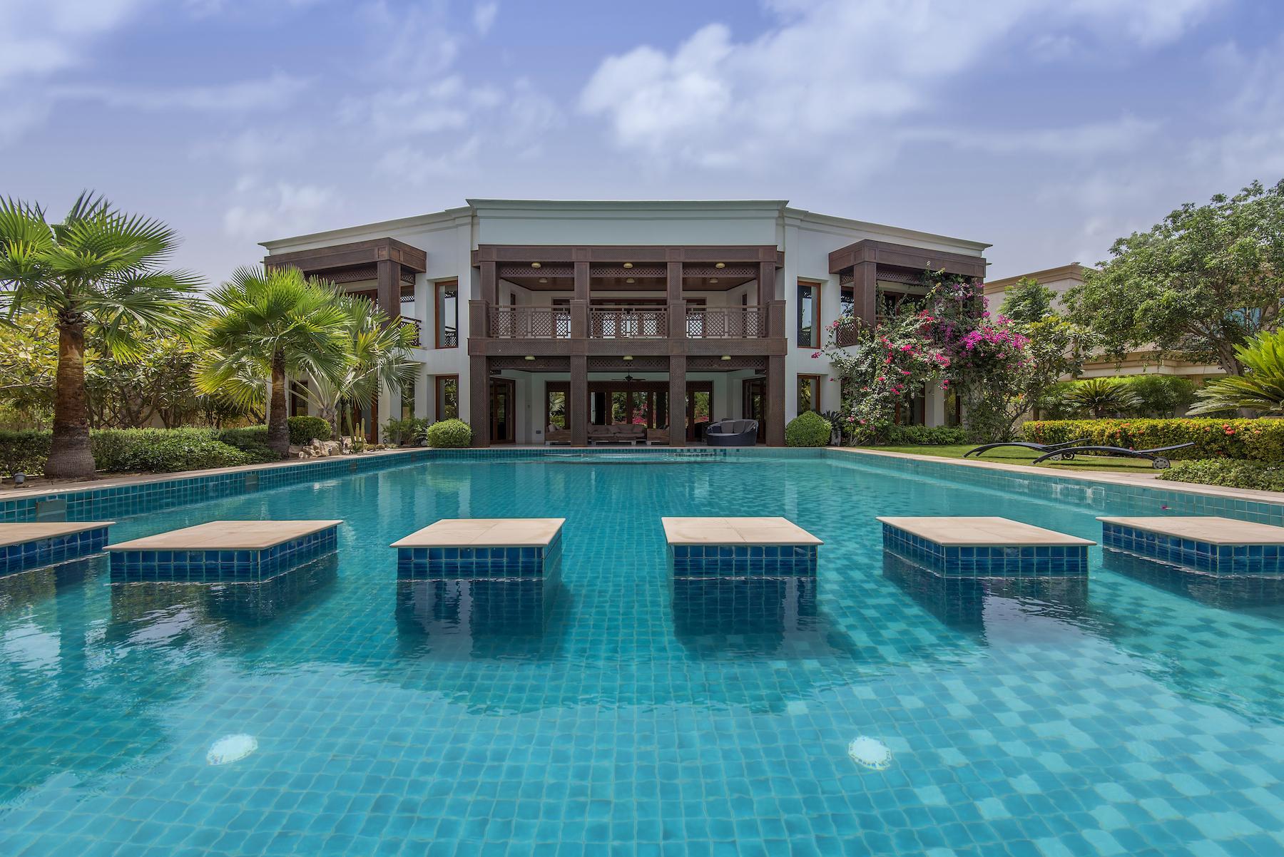 Altro tipo di proprietà per Vendita alle ore Spacious Villa with Golf Course and Lake Views Dubai, Dubai Emirati Arabi Uniti