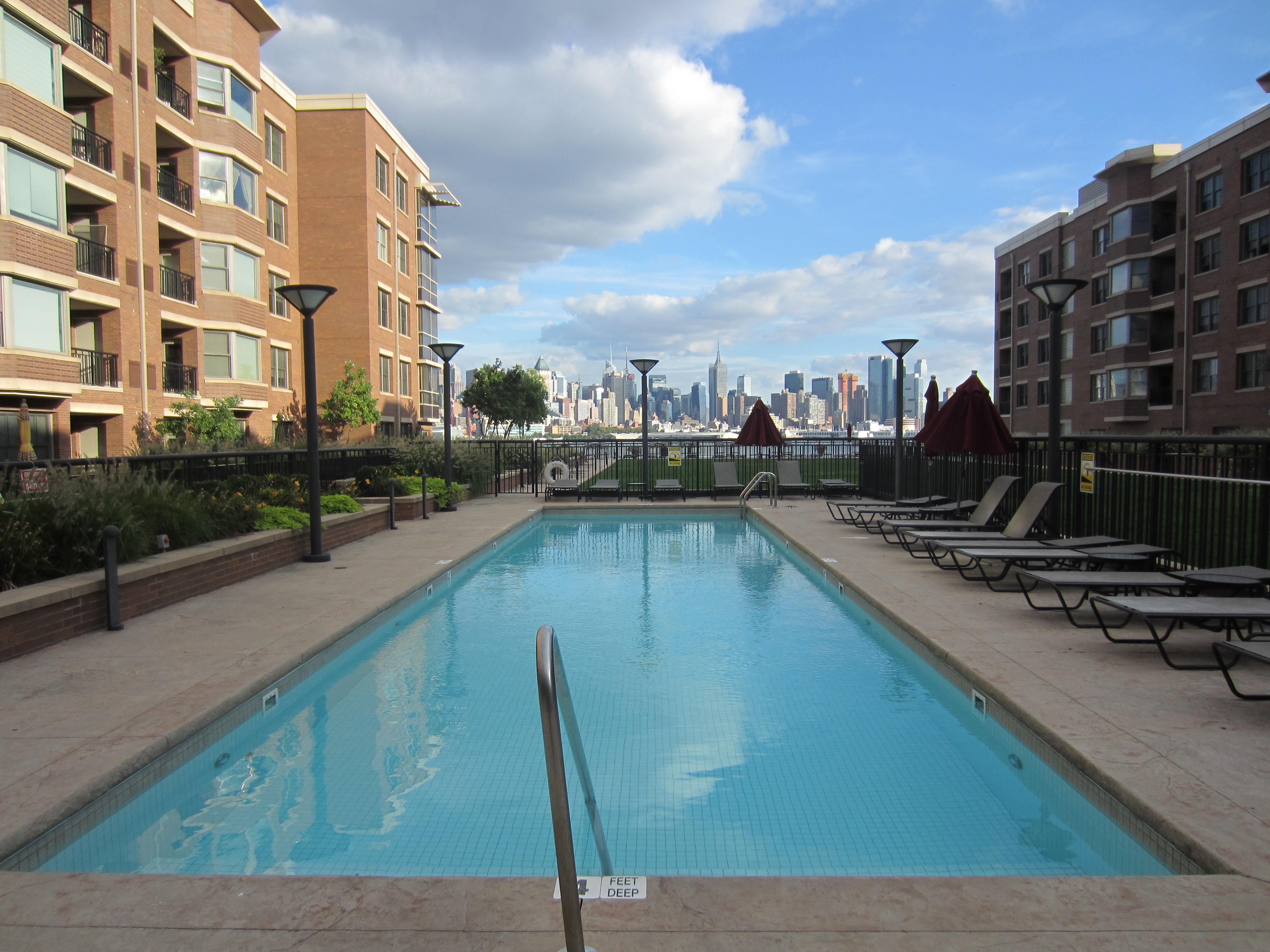 Condominio per Vendita alle ore Grandview II with South East Views 20 Avenue @ Port Imperial West New York, New Jersey 07093 Stati Uniti
