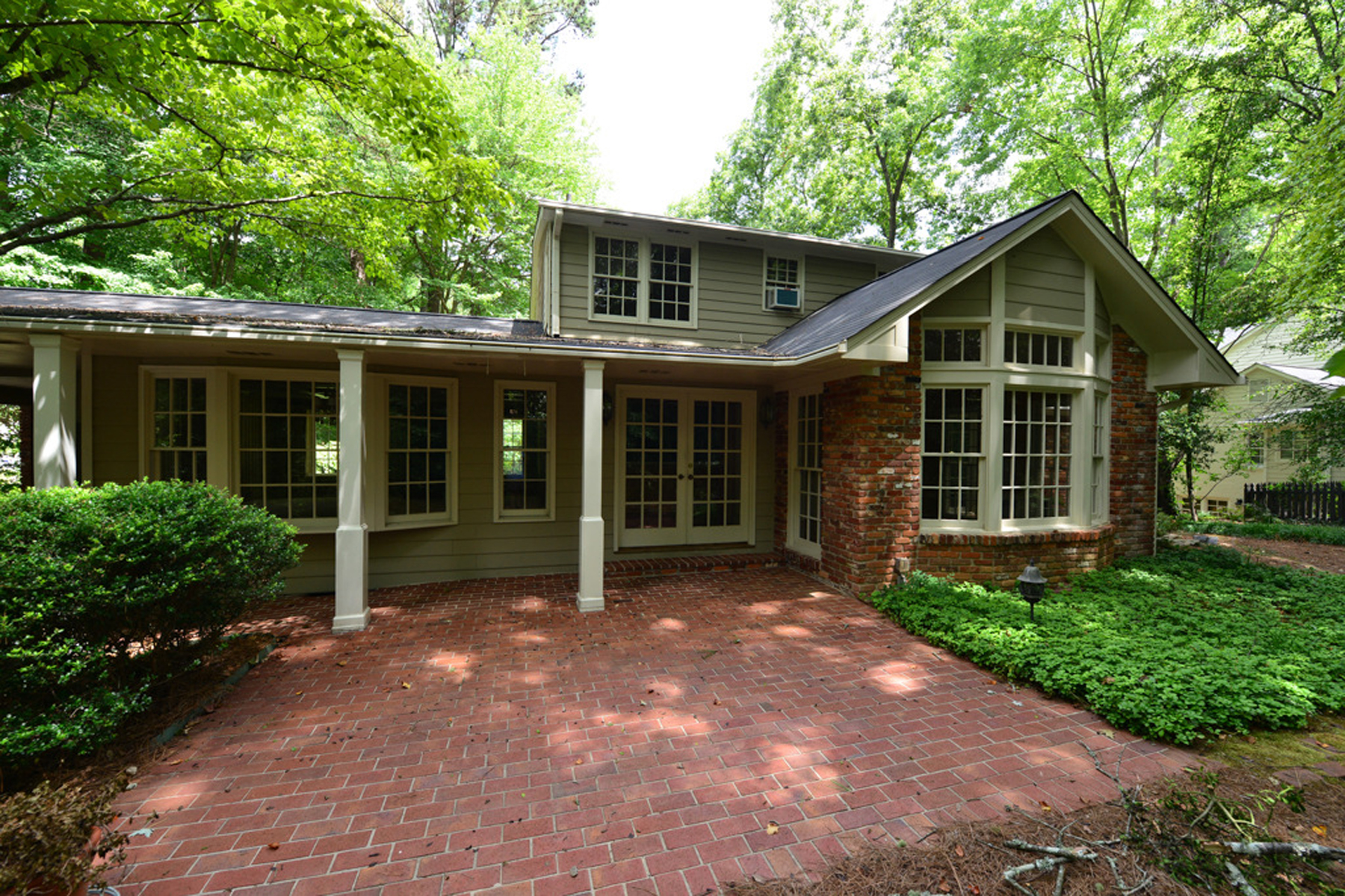 Additional photo for property listing at Sandy Springs - Riverside Traditional 6295 River Overlook Drive Sandy Springs, Georgië 30328 Verenigde Staten
