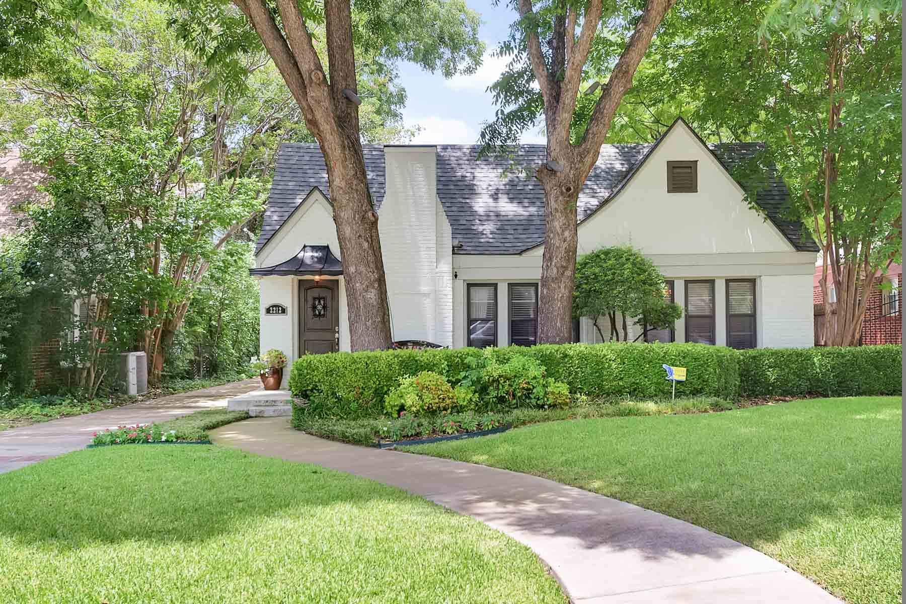 단독 가정 주택 용 매매 에 Tudor Hillcrest 2212 Carleton Avenue Fort Worth, 텍사스, 76107 미국