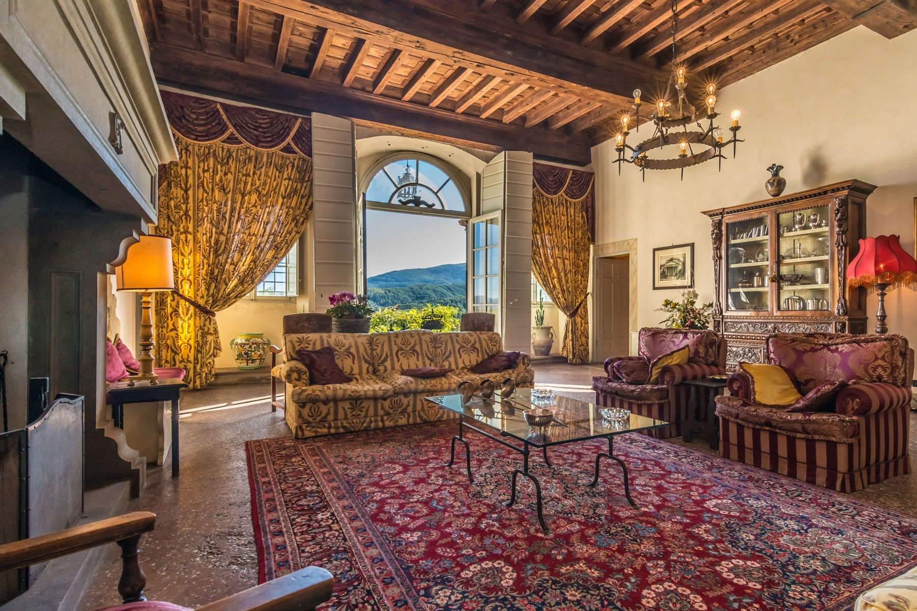 Additional photo for property listing at Majestic property in Lucchesia Massa Pisana Massa Pisana, Lucca 55100 Italien