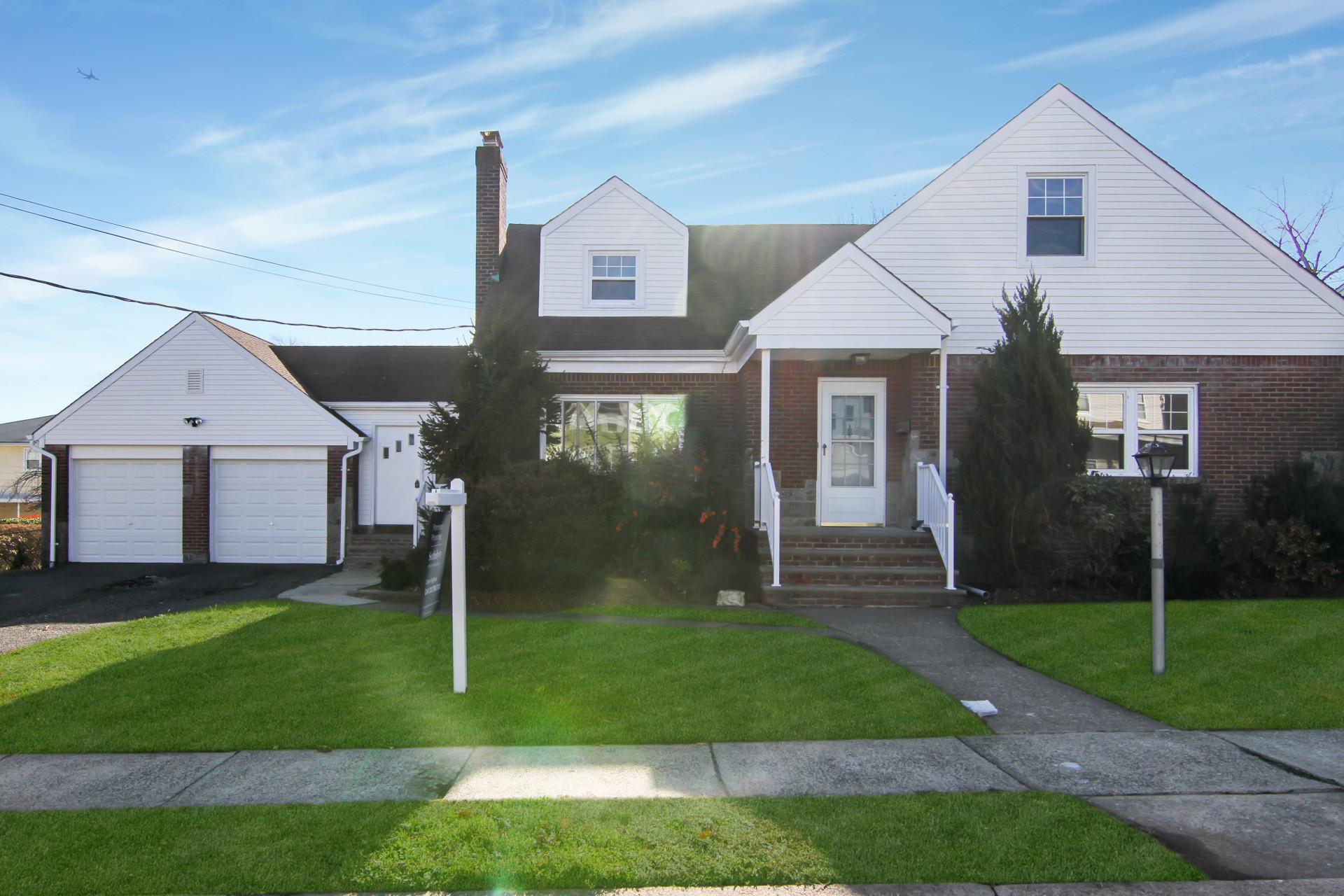 独户住宅 为 销售 在 Great Opportunity 36 Catherine Ave 德尔布鲁克, 07663 美国