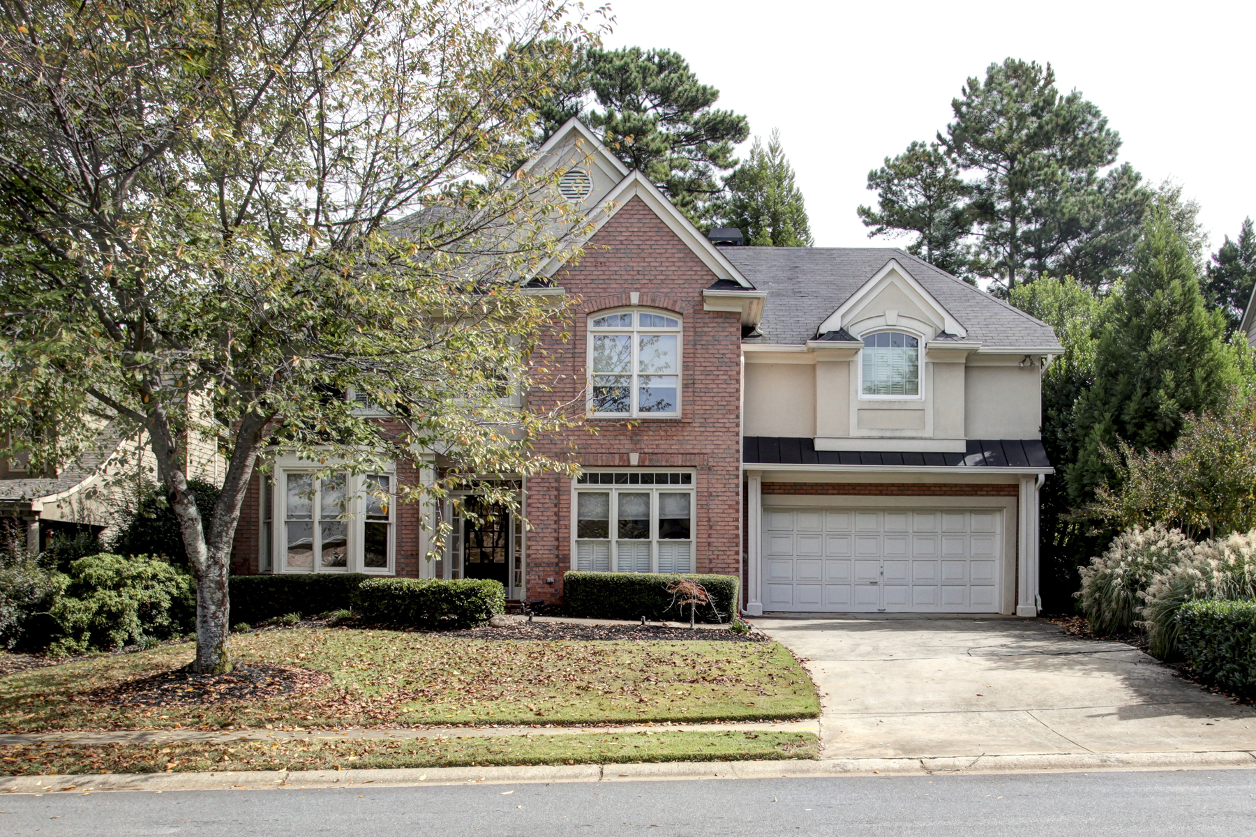 단독 가정 주택 용 매매 에 Beautiful Home With Gorgeous Backyard, Conveniently Located 4517 Weldon Drive SE Smyrna, 조지아 30080 미국