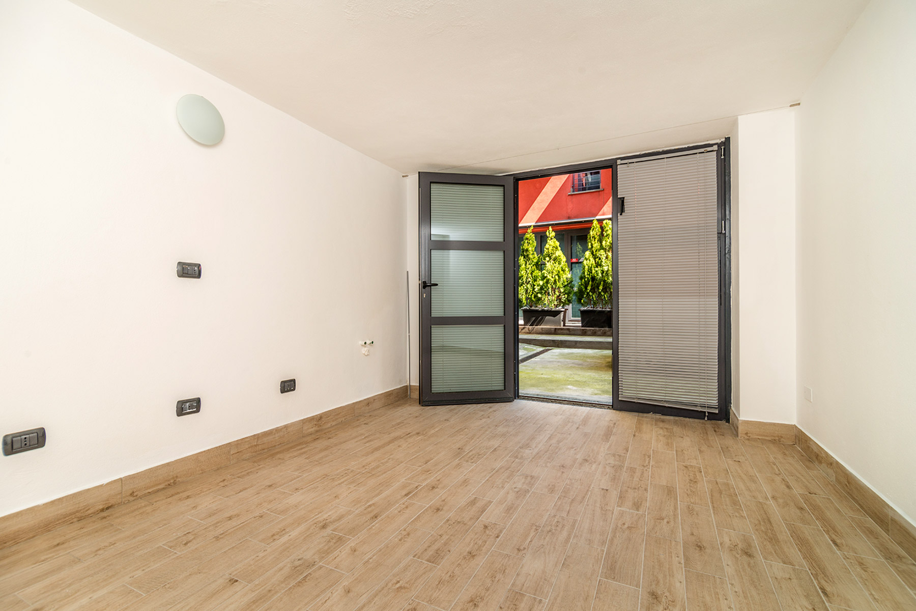 Additional photo for property listing at Pleasant apartament in a particular contest viale Abruzzi Milano, Milan 20131 Italy