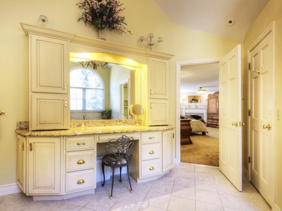 Additional photo for property listing at Greenmoor 18-16 Rawson Road Cumberland, Rhode Island 02864 Estados Unidos