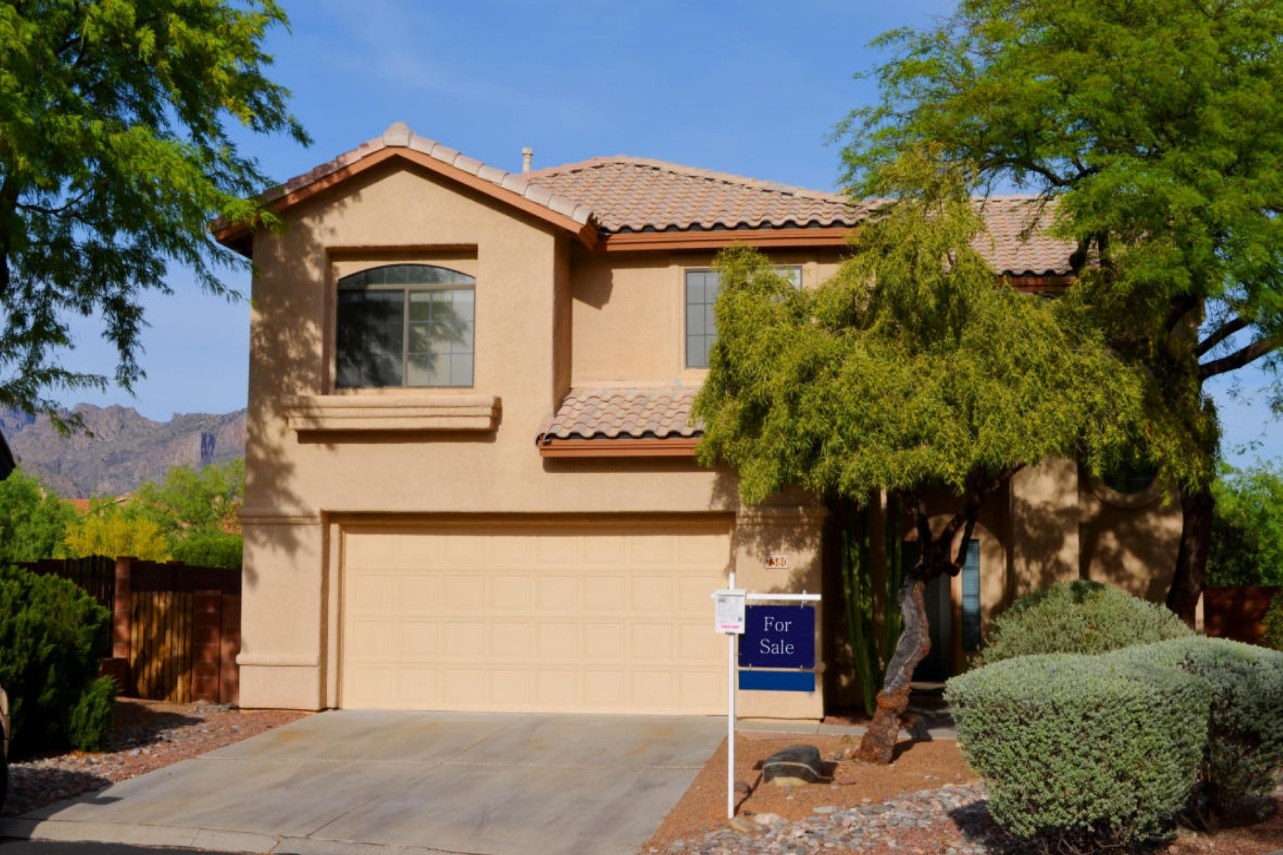 獨棟家庭住宅 為 出售 在 Beautifully appointed home in the desirable Sabino Canyon 7380 E Temeroso Place Tucson, 亞利桑那州, 85750 美國
