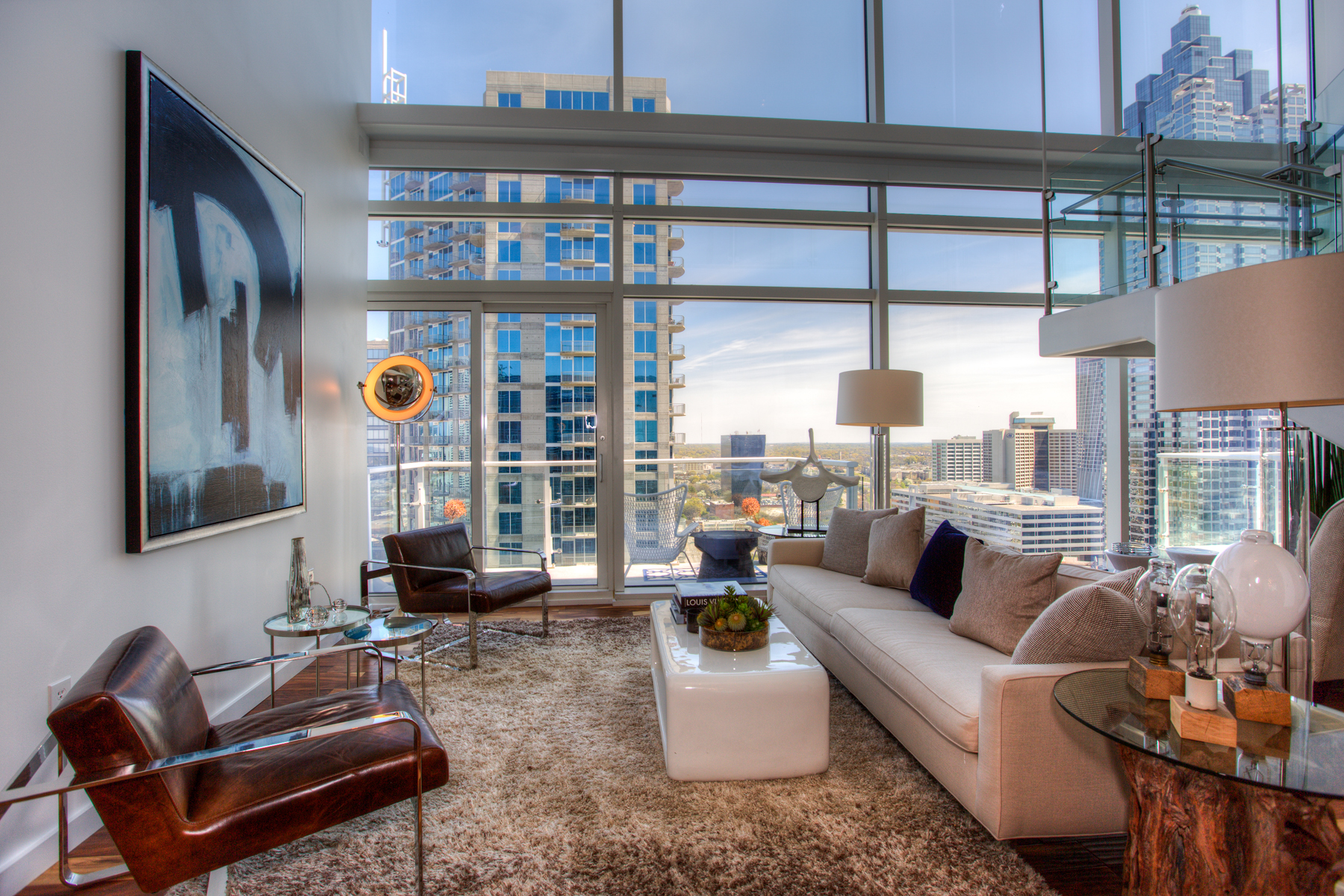 Additional photo for property listing at Sophisticated 2-Level Atlanta Penthouse with Luxury Hotel Amenities 45 Ivan Allen Jr Boulevard PH#2706 Atlanta, 喬治亞州 30308 美國