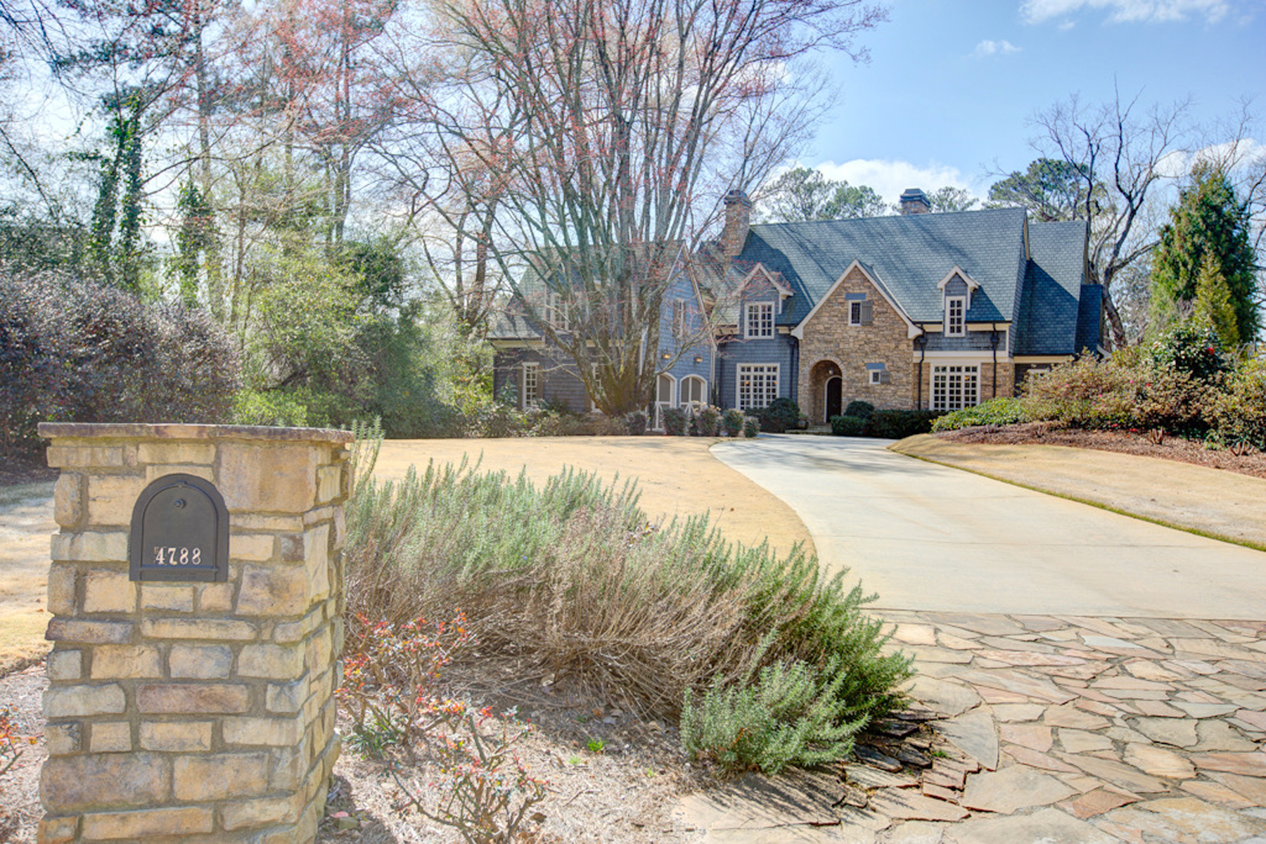 Moradia para Venda às Absolutely Stunning Custom Built Home In Chastain Park Area 4788 Dudley Lane Atlanta, Geórgia 30327 Estados Unidos