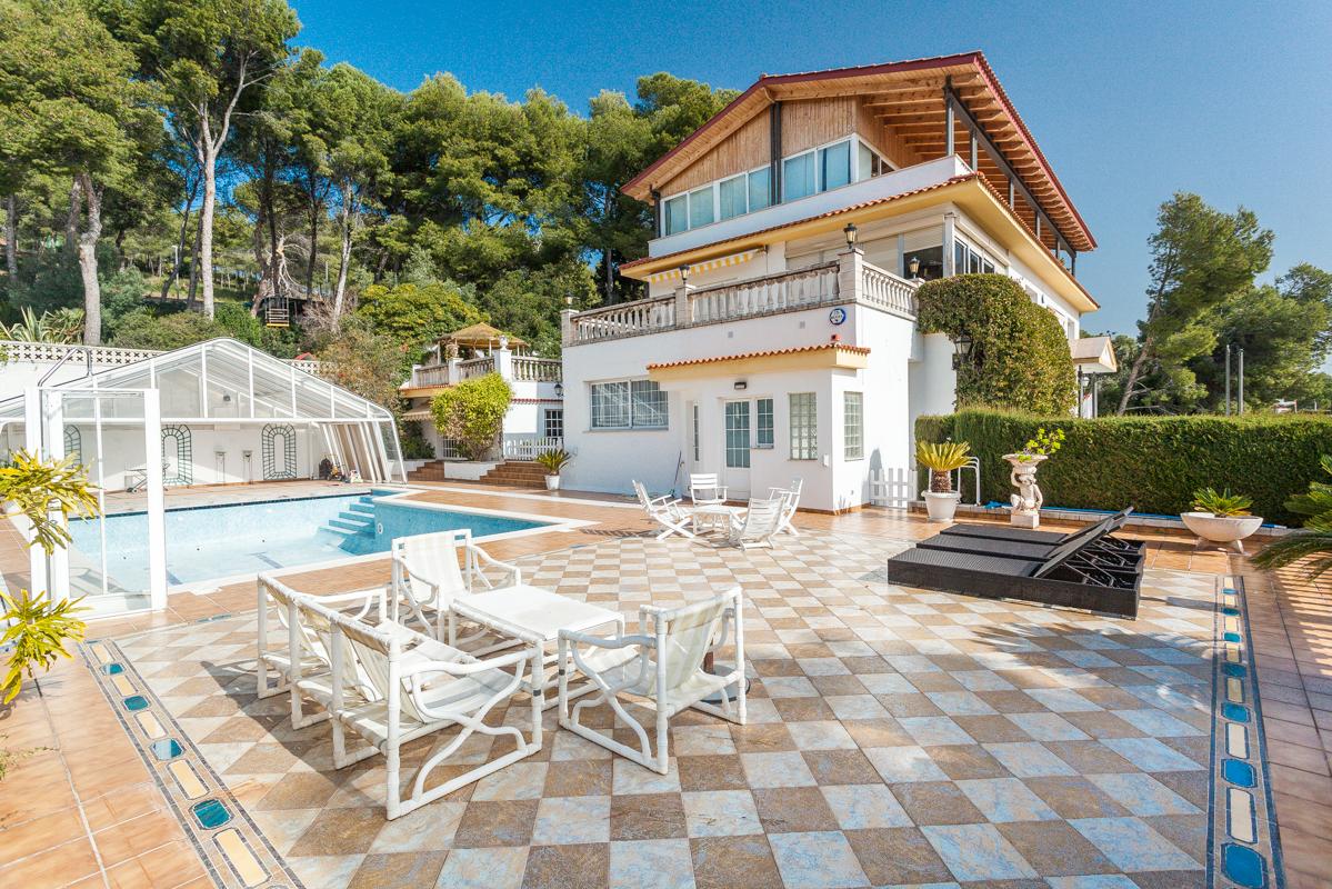 단독 가정 주택 용 매매 에 Residential house in the best area of ??Castelldefels Castelldefels, Barcelona 스페인