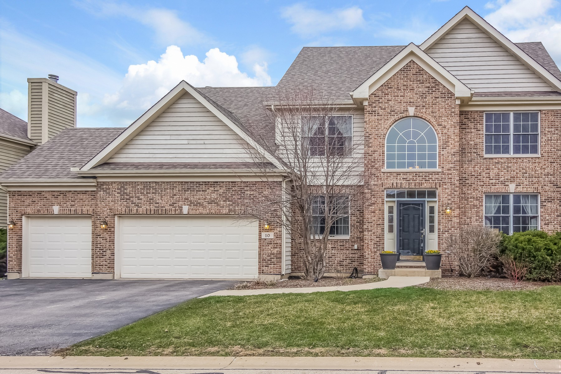Single Family Home for Sale at GOLF COMMUNITY 10 Point O Woods Court Lake In The Hills, Illinois, 60156 United States
