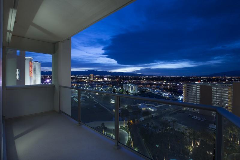 Kat Mülkiyeti için Satış at 2700 S Las Vegas Blvd #1503 Las Vegas NV 89109 Las Vegas, Nevada 89109 Amerika Birleşik Devletleri