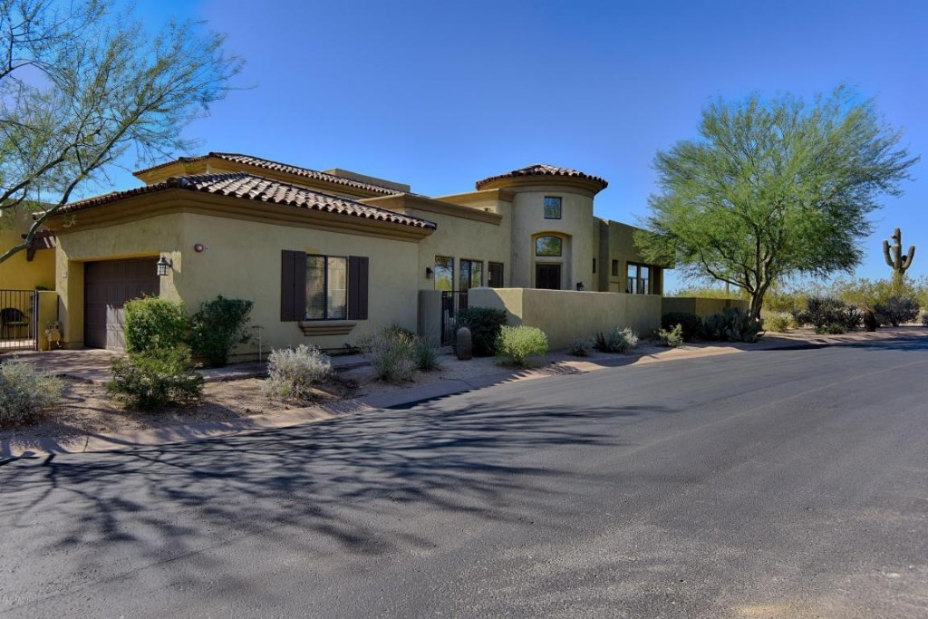 Casa Unifamiliar por un Venta en Single Story Living! 9270 E Thompson Peak Pkwy #366 Scottsdale, Arizona 85255 Estados Unidos