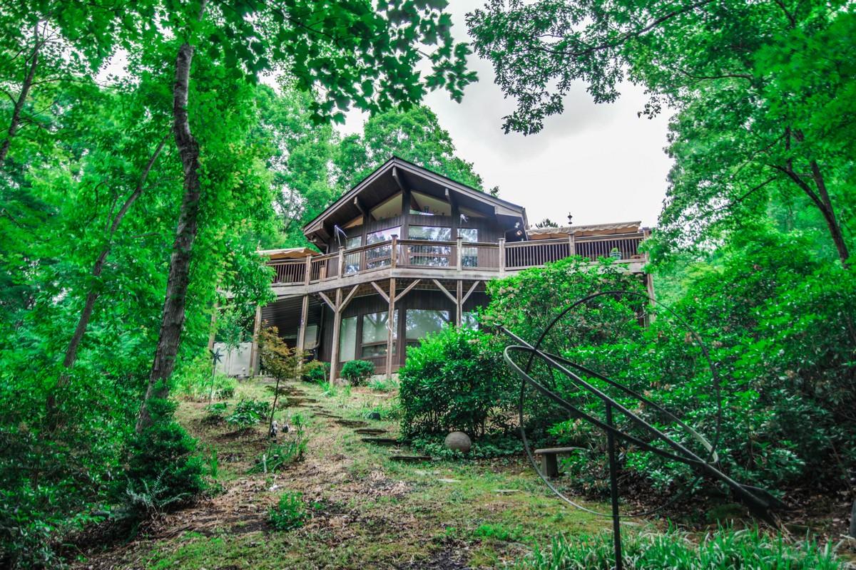 단독 가정 주택 용 매매 에 Immaculate Resort Home 289 Fern Loop Lake Lure, 노스캐놀라이나 28746 미국