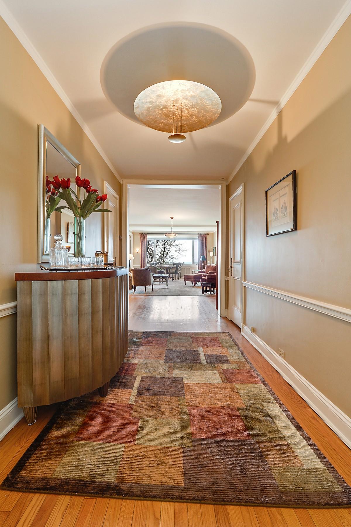 Tek Ailelik Ev için Satış at Historical Pied-A-Terre 179 E Lake Shore Drive Unit 502 Near North, Chicago, Illinois, 60611 Amerika Birleşik Devletleri