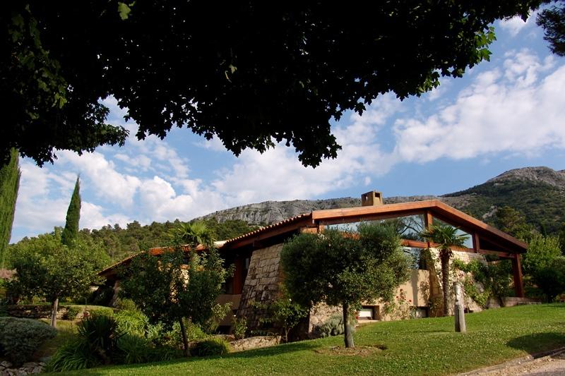 Single Family Home for Sale at Au pied de la SAINTE VICTOIRE une INCROYABLE MAISON CONTEMPORAINE Aix-En-Provence, Provence-Alpes-Cote D'Azur 13100 France