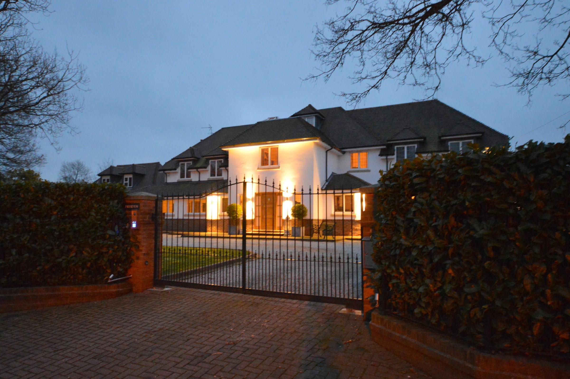 Частный односемейный дом для того Продажа на Surrey Country Residence The Glade Kingswood, Англия, KT206LL Великобритания