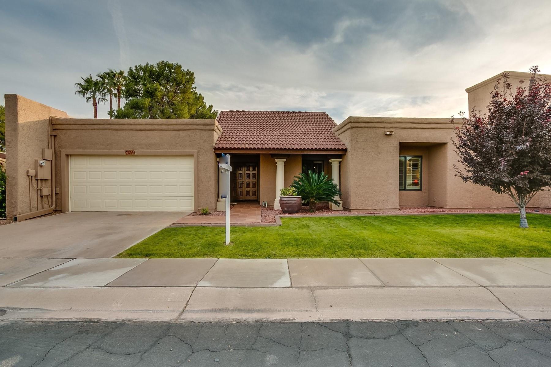 Maison unifamiliale pour l Vente à Single level home on the greenbelt 7855 E Granada Rd Scottsdale, Arizona, 85257 États-Unis