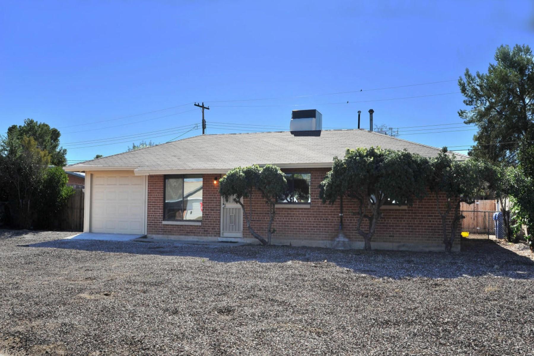 Nhà ở một gia đình vì Bán tại Beautifully remodeled Tucson home 6342 E Calle Dened Tucson, Arizona, 85710 Hoa Kỳ