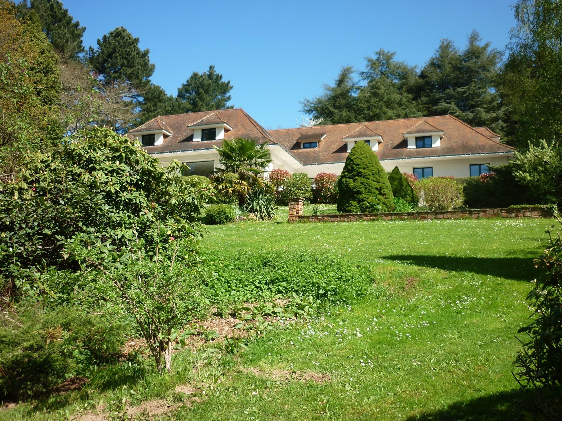 Single Family Home for Sale at SUPERBE MAISON AVEC PISCINE INTEGRALEMENT RENOVEE STYLE CONTEMPORAIN Other Pays De La Loire, Pays De La Loire 44700 France