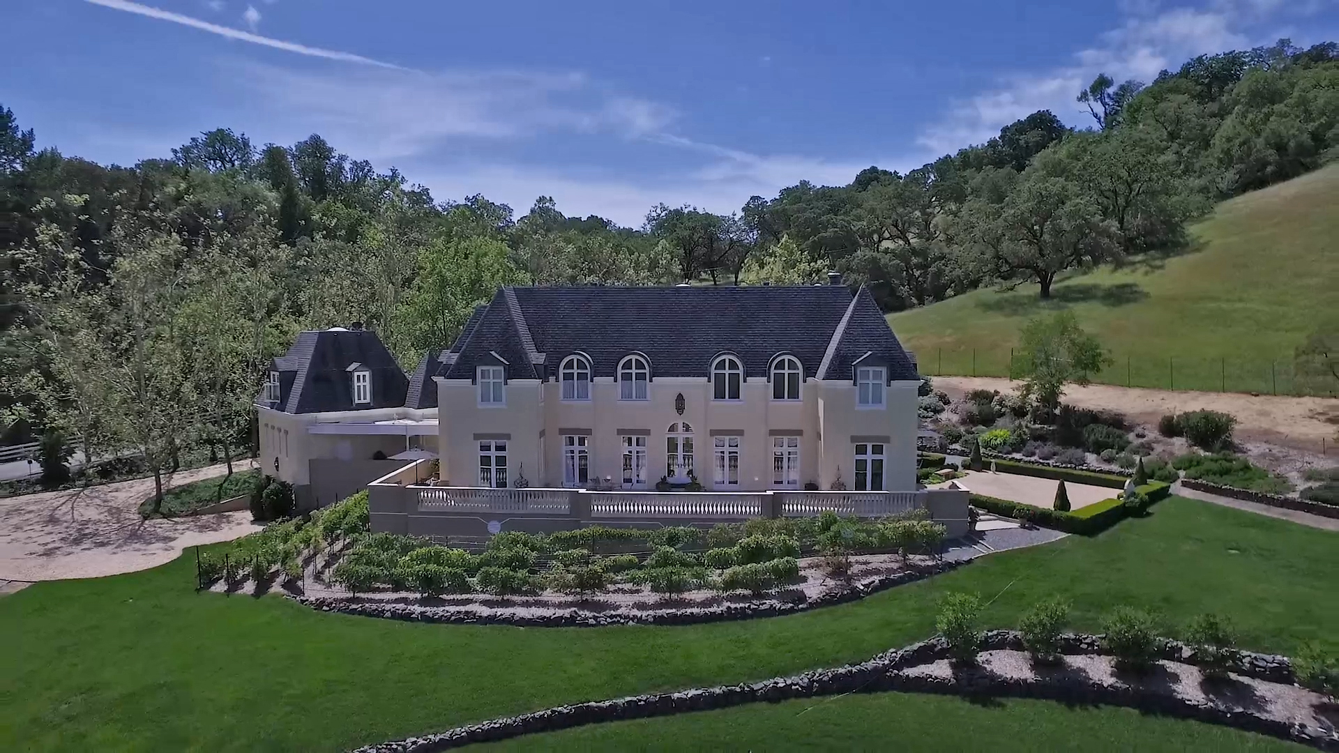 Single Family Home for Sale at CHATEAU BOIS DE L'EST 4002 Old Barn Road Healdsburg, California 95448 United States