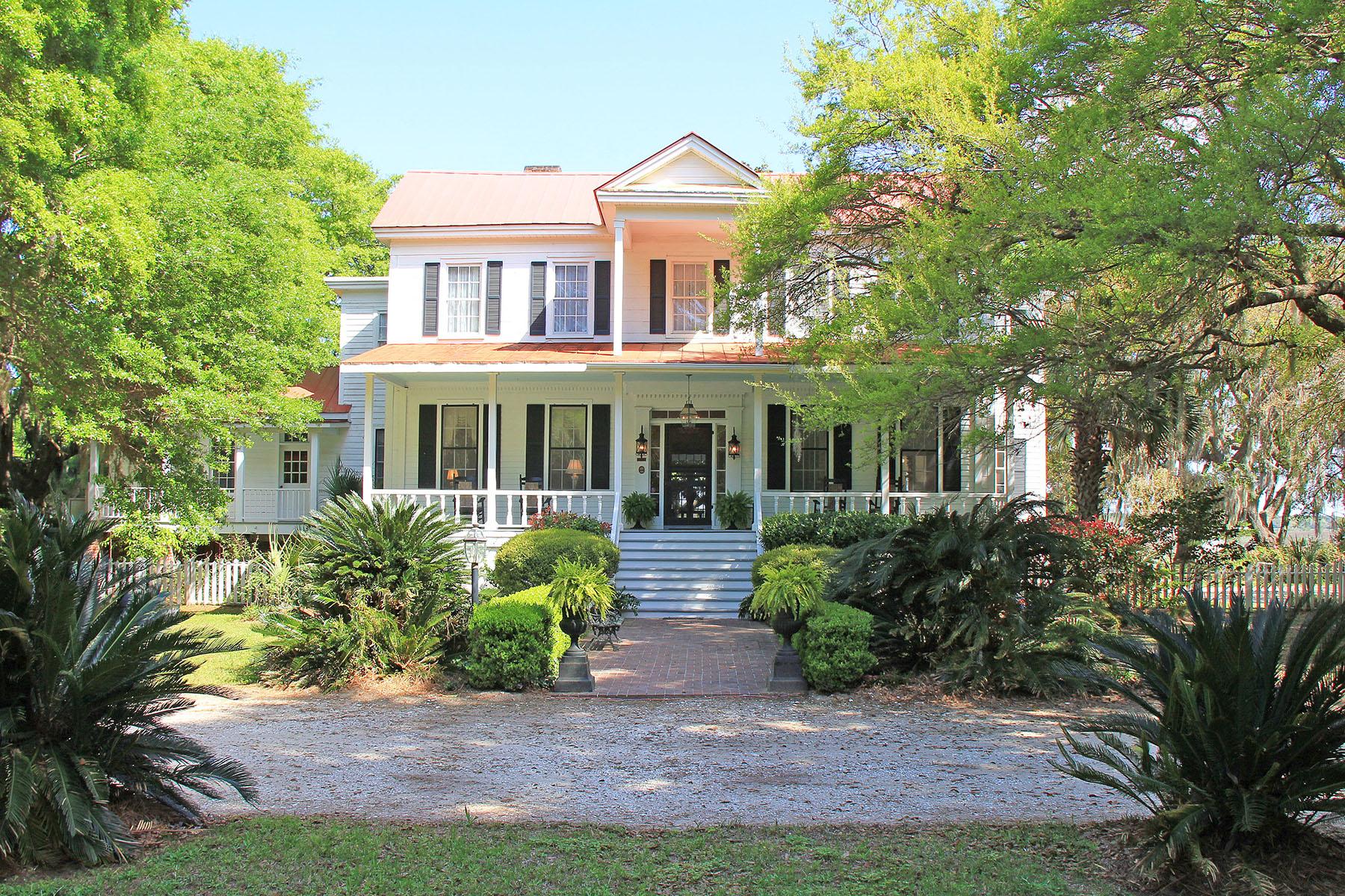 Casa para uma família para Venda às Greek Revival Sea Island Residence 66 Godley Road St. Helena Island, Carolina Do Sul, 29920 Estados Unidos