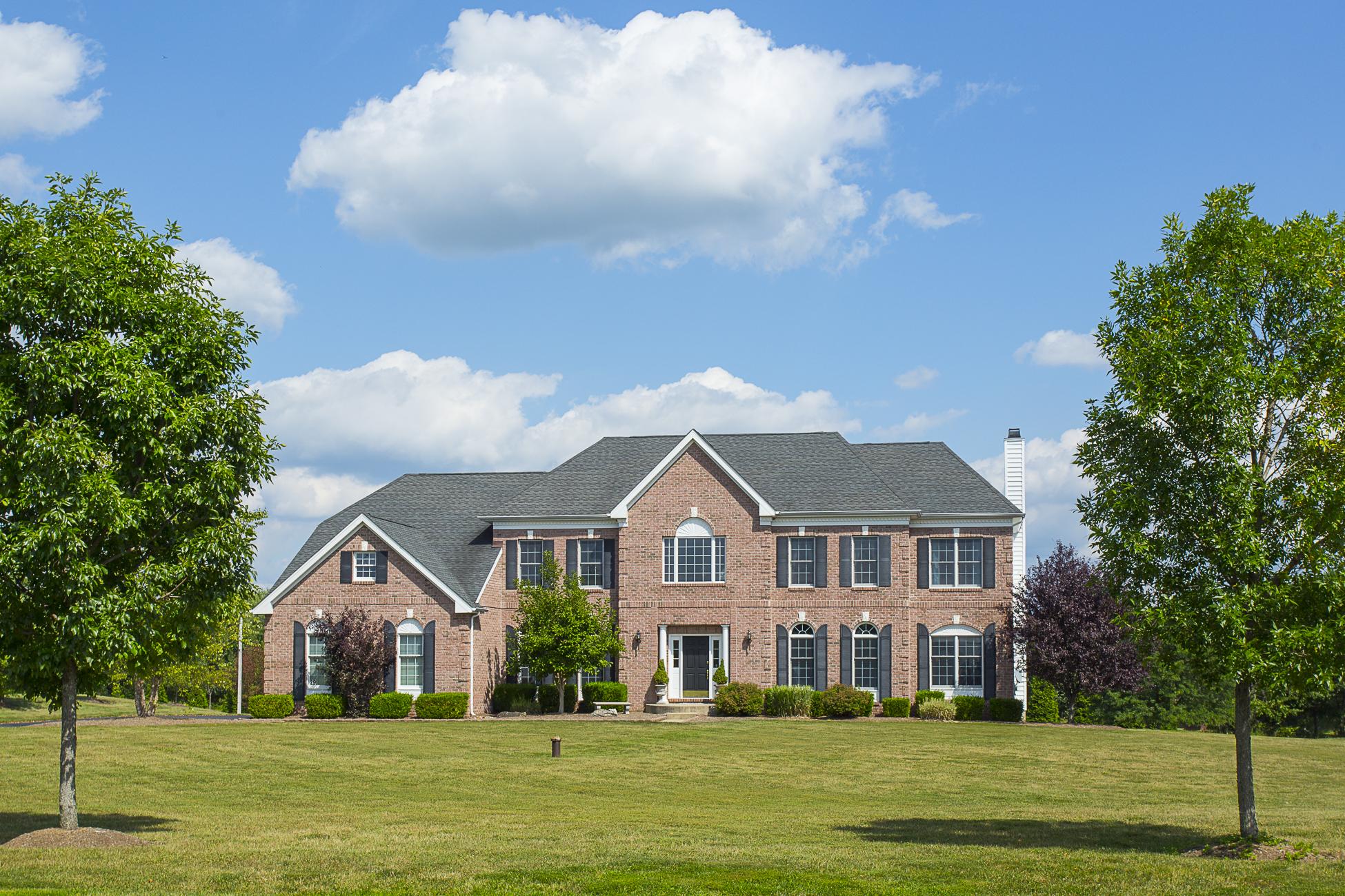 独户住宅 为 销售 在 Classic Space In Serene Setting - Hopewell Township 29 Hallett Drive Pennington, 新泽西州 08534 美国