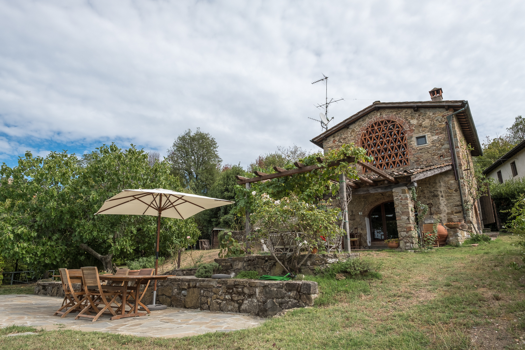 Einfamilienhaus für Verkauf beim Farmhouse with swimming pool and lovely views over Florence Bagno A Ripoli, Florence Italien