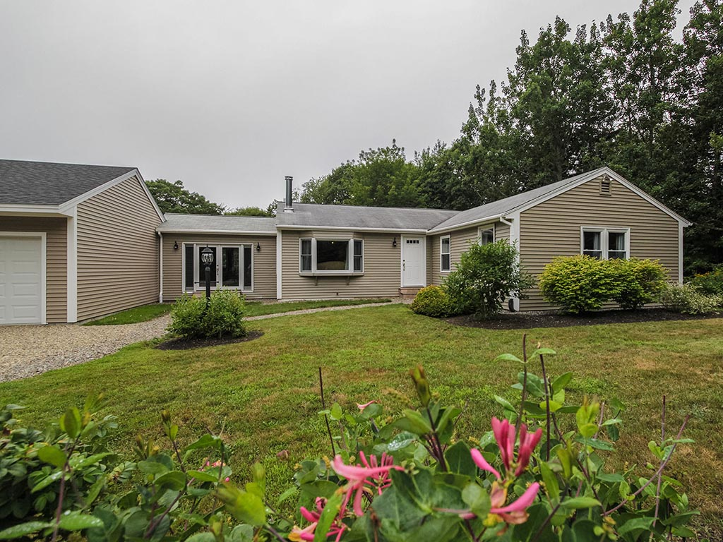 Single Family Home for Sale at 5 Bay Pines Road 5 Bay Pines Rd Bristol, Maine 04539 United States
