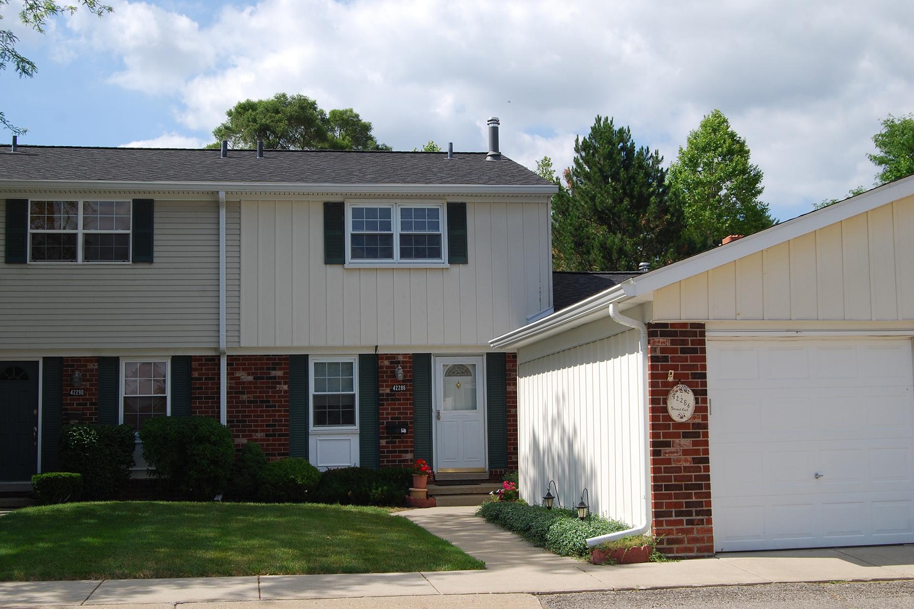 Maison de ville pour l Vente à Northville Township 42286 Norwood Northville Township, Michigan, 48167 États-Unis