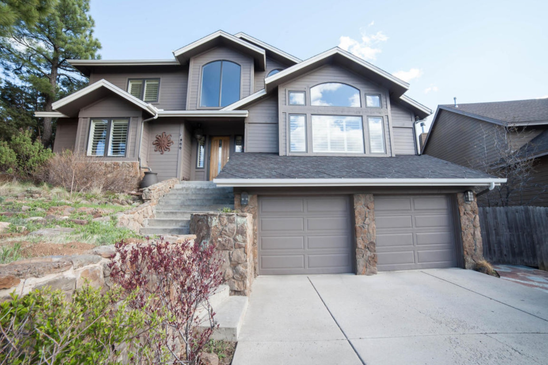 Single Family Home for Sale at Spacious well-maintained home 900 N Sinagua Heights Dr. Flagstaff, Arizona, 86004 United States