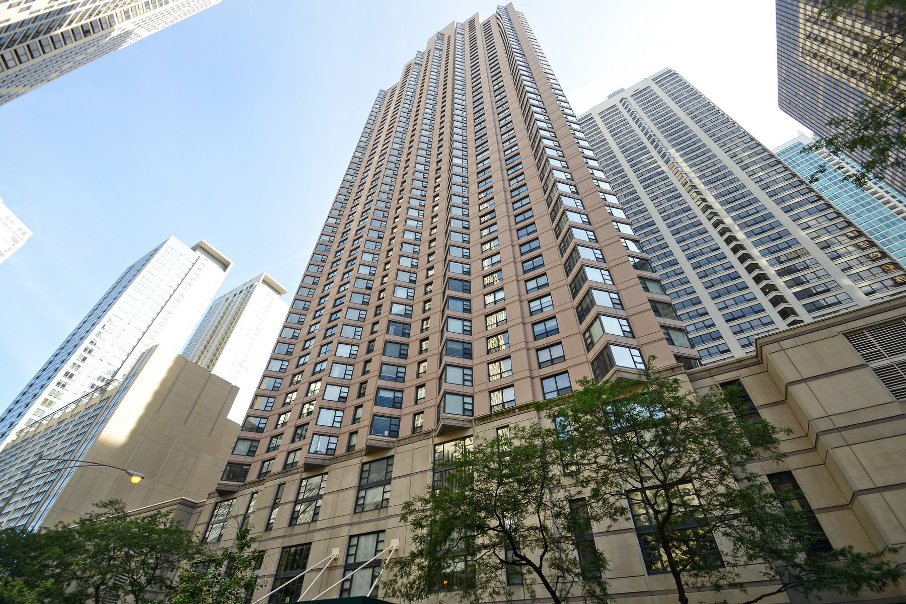 共管式独立产权公寓 为 销售 在 Perfect Move In Ready Condo 401 E Ontario Street #707 Near North Side, Chicago, 伊利诺斯州 60611 美国