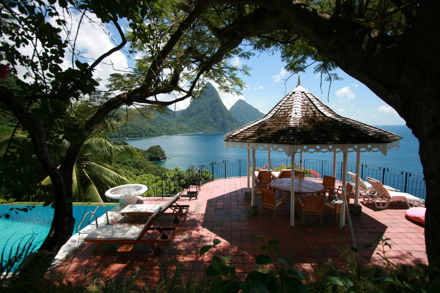 Property Of Le Gallerie, Soufriere Bay