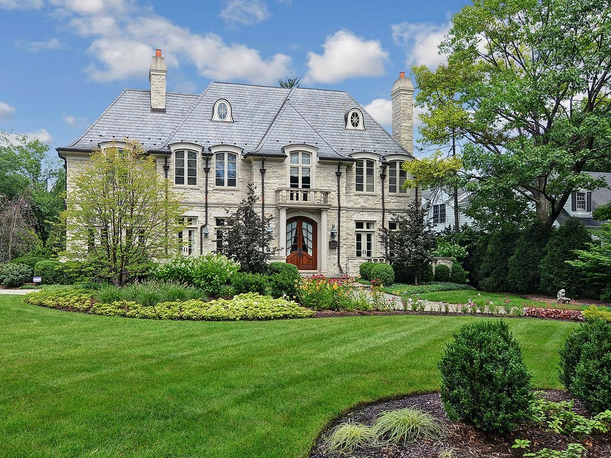Частный односемейный дом для того Продажа на Hinsdale IL 60521 303 E. Sixth St. Hinsdale, Иллинойс 60521 Соединенные Штаты