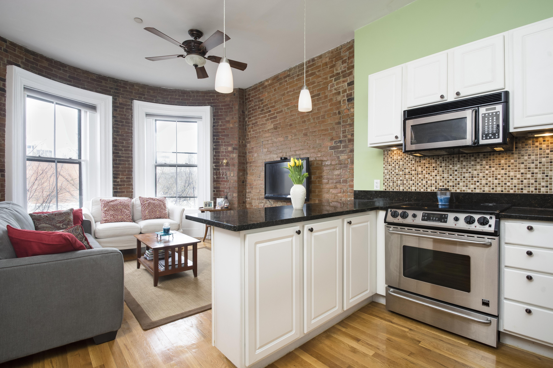 Appartement en copropriété pour l Vente à A rare opportunity to own a picture-perfect 2 bedroom/1 bathroom condo in a cha 680 Tremont Street Unit 3 South End, Boston, Massachusetts, 02118 États-Unis