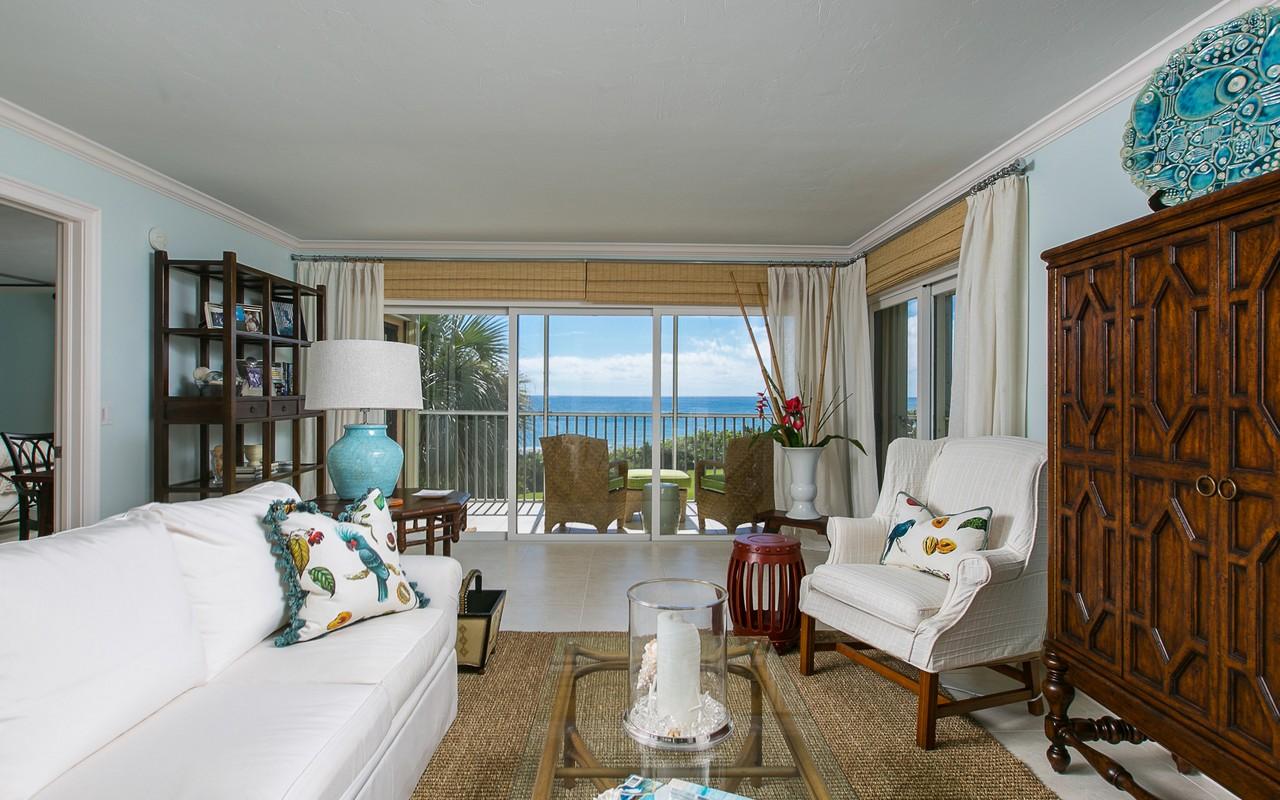 Condominio per Vendita alle ore Oceanfront Condo in Sea Oaks 8830 Sea Oaks Way #209 Vero Beach, Florida, 32963 Stati Uniti