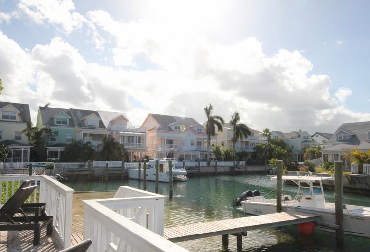 Einfamilienhaus für Mieten beim Watercolour Cay, Sandyport Cable Beach, New Providence/Nassau . Bahamas