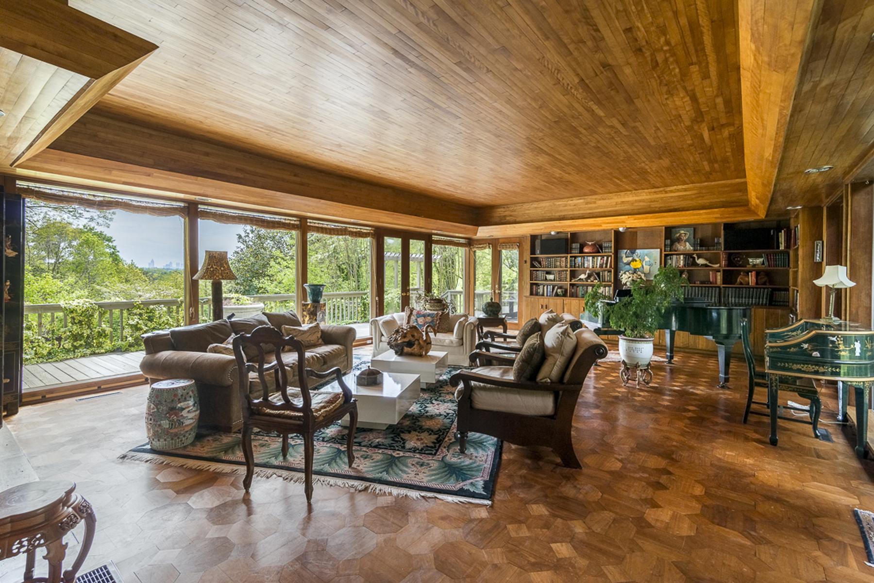 Частный односемейный дом для того Продажа на Wonderful One Level Living On 2.6 Acres 3980 Randall Mill Road NW Buckhead, Atlanta, Джорджия, 30327 Соединенные Штаты