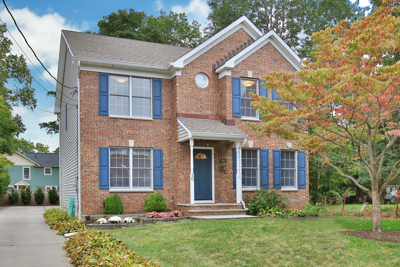 Maison unifamiliale pour l Vente à Little Silver NJ - Home Sweet Home 50 Winfield Dr Little Silver, New Jersey 07739 États-Unis