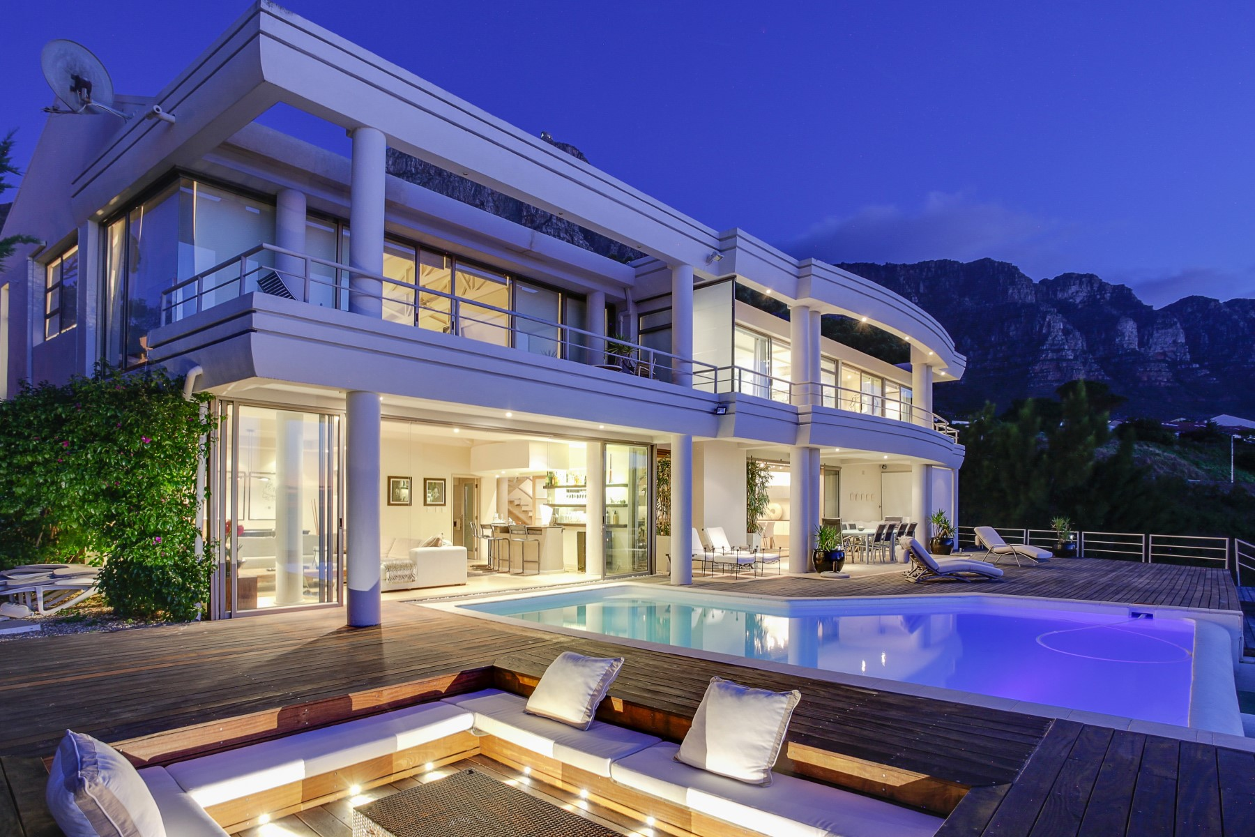 Property For Sale at A Landmark in Camps Bay! Glamorous Hollywood—style villa