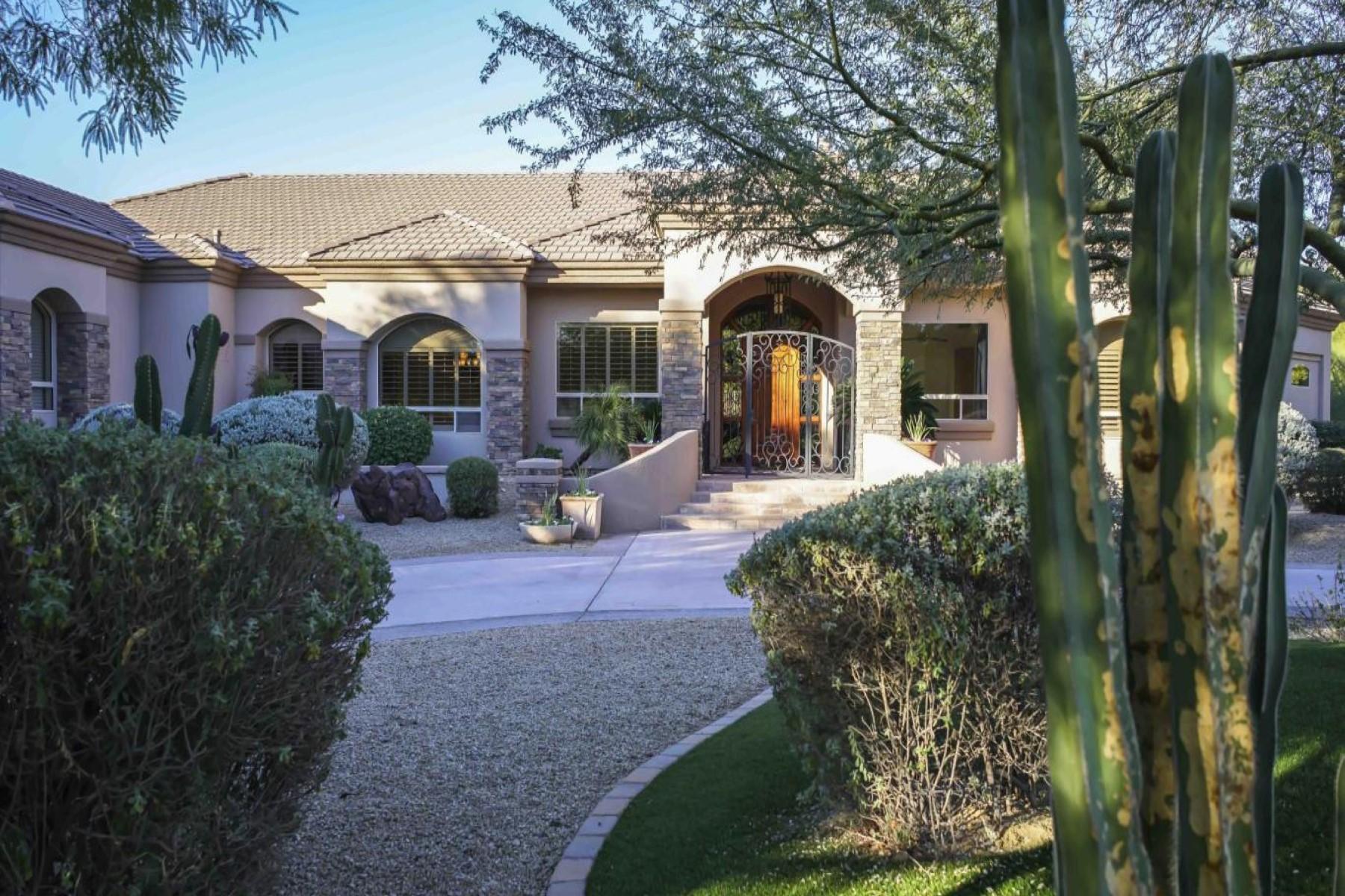 단독 가정 주택 용 매매 에 Peaceful home on corner lot in secure, gated community 6200 N 42nd St Paradise Valley, 아리조나, 85253 미국