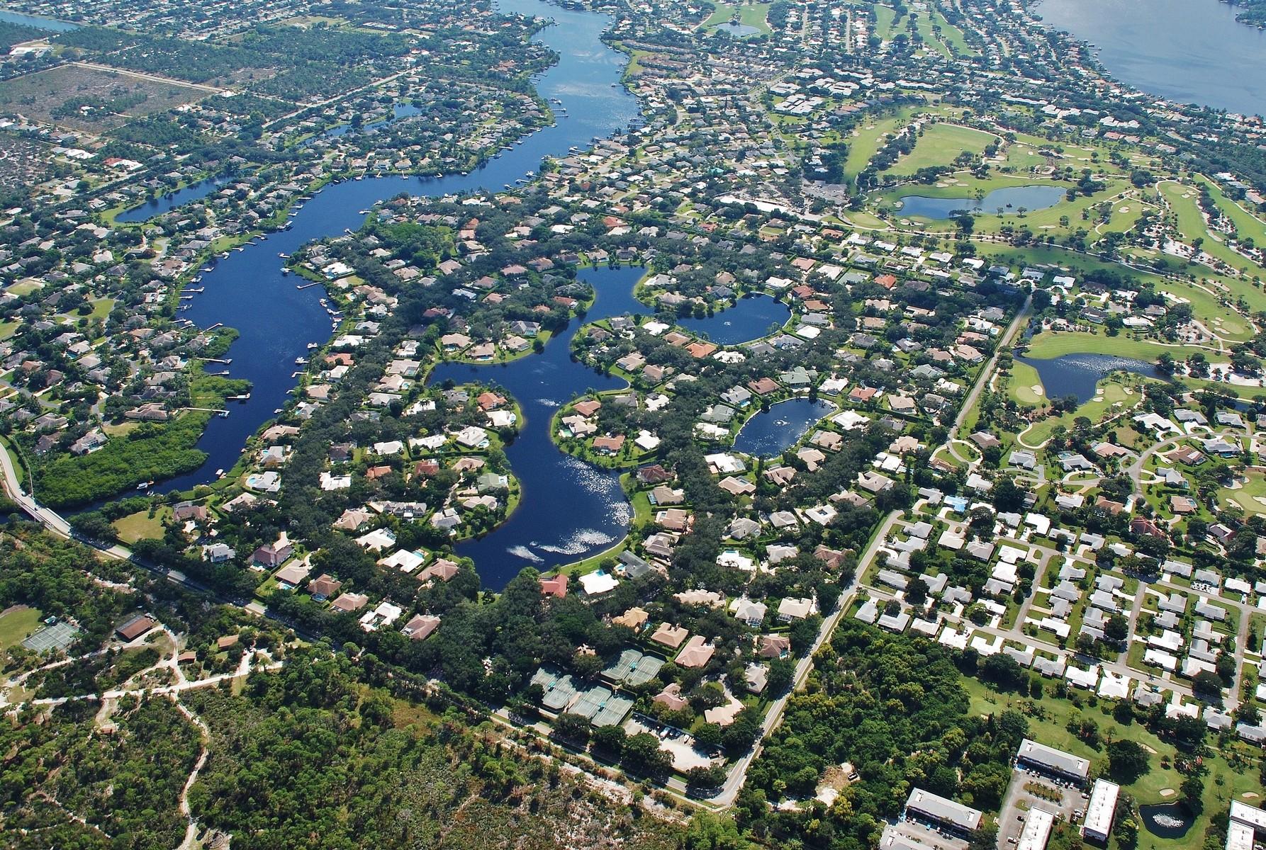 Casa para uma família para Venda às 18552 SE Heritage Drive Heritage Oaks, Tequesta, Florida, 33469 Estados Unidos