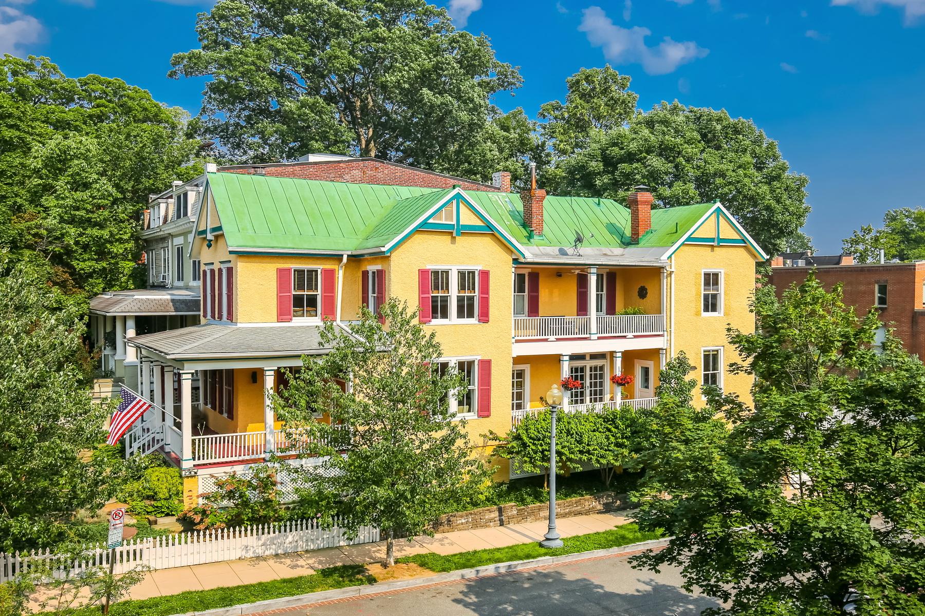 Casa Unifamiliar por un Venta en Historic Mount Pleasant. 1886 Newton Street Nw Washington, Distrito De Columbia 20010 Estados Unidos