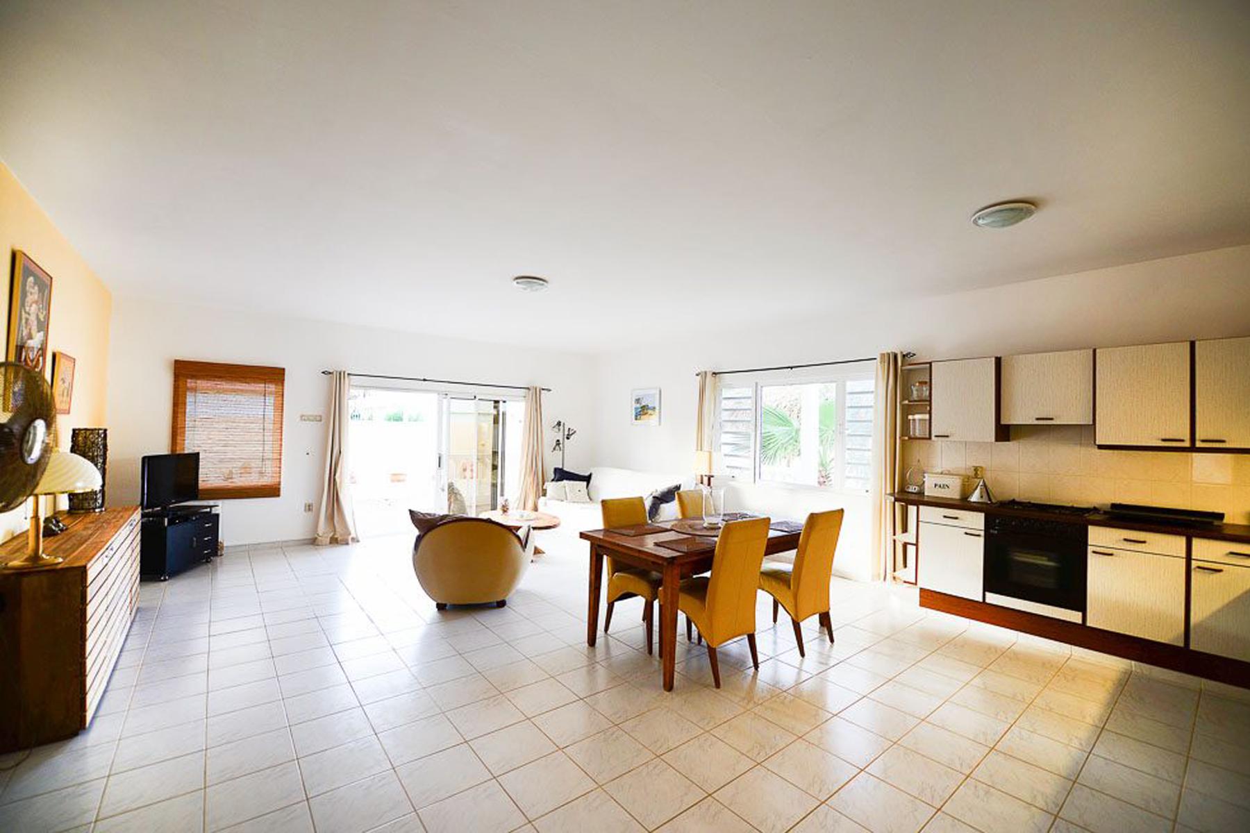 Additional photo for property listing at Penthouse Zeezicht Punt Vierkant,  Bonaire