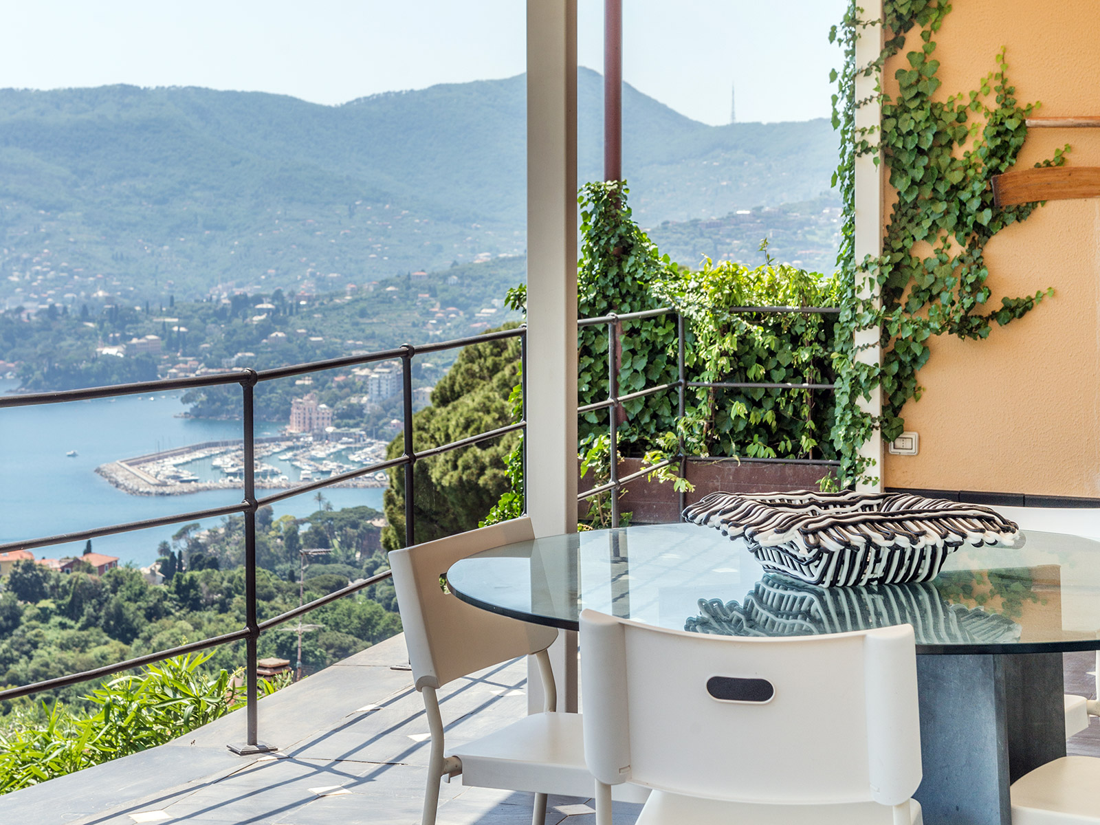 Additional photo for property listing at Panoramic waterfront villa with pool Via Sant' Ambrogio Zoagli, Genoa 16035 Italia