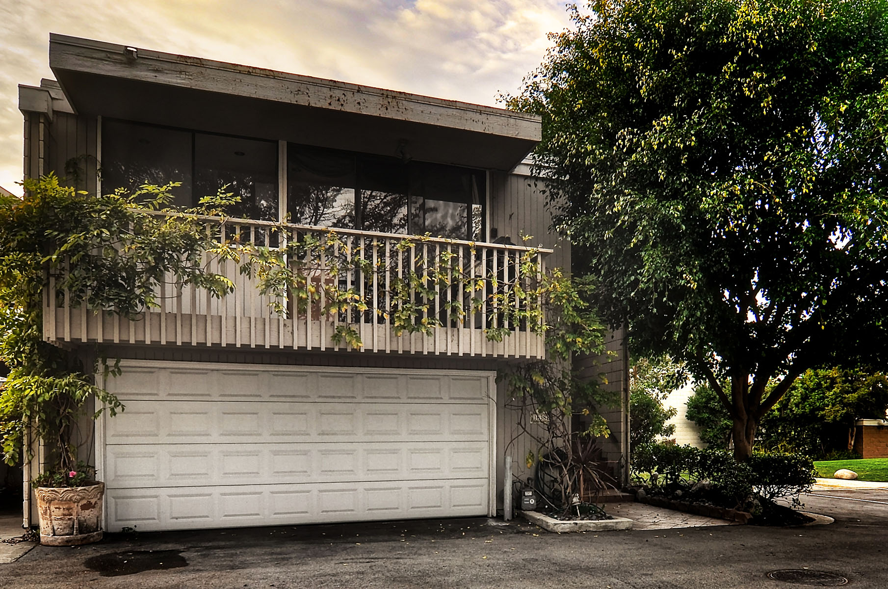 Townhouse for Sale at 16381 Forest Hills Ln Huntington Beach, California 92649 United States