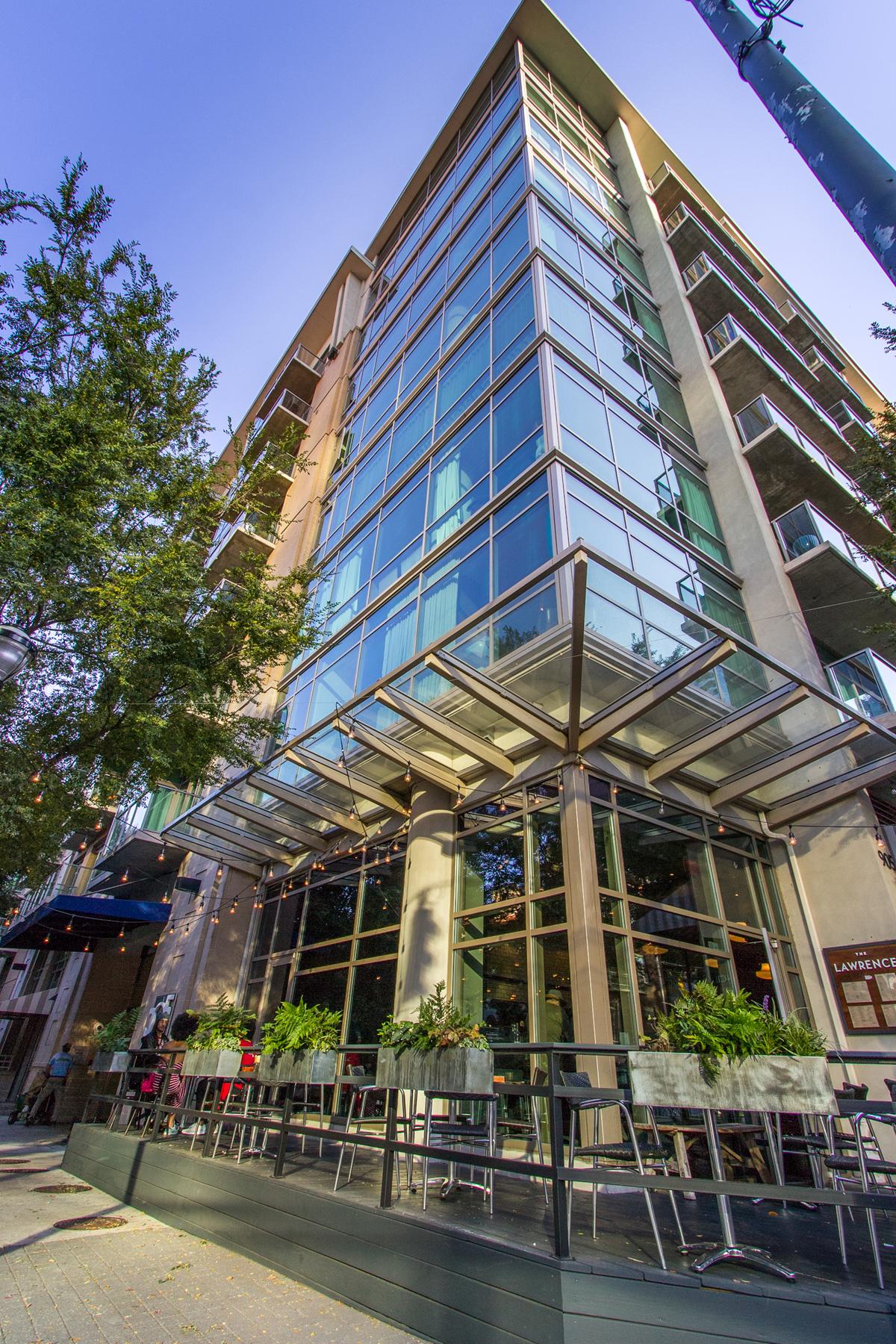Eigentumswohnung für Verkauf beim Stunning Renovated and Large Condo at the Popular 905 Juniper 905 Juniper Street NE Unit 412 Atlanta, Georgia, 30309 Vereinigte Staaten
